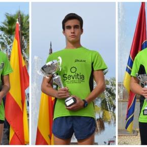Marta, Roberto y Luz en el podio de la XVII Carrera Popular V Centenario de la 1ª vuelta almundo